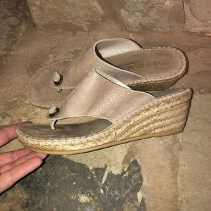 Andre Assous Alyssa Nubuck Thong Wedge Sandals 39
